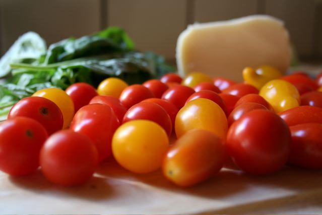 tomatoes-basil-mozzarella